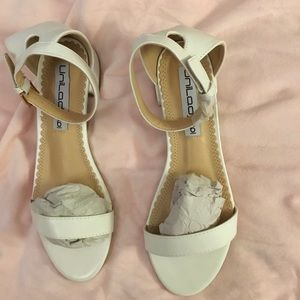241 SALE 2/25 - White Sandals with Strap